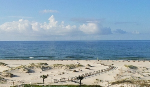 The view outside of Gulf Shore Plantation Condominiums in Gulf Shore, AL